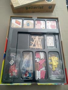 gallerist-open-the-box