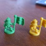 Les figurines plutôt que les cubes en bois, personnellement ça me plait :)