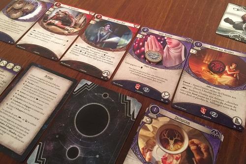arkham-horror-jeu-de-societe-cartes-agnes