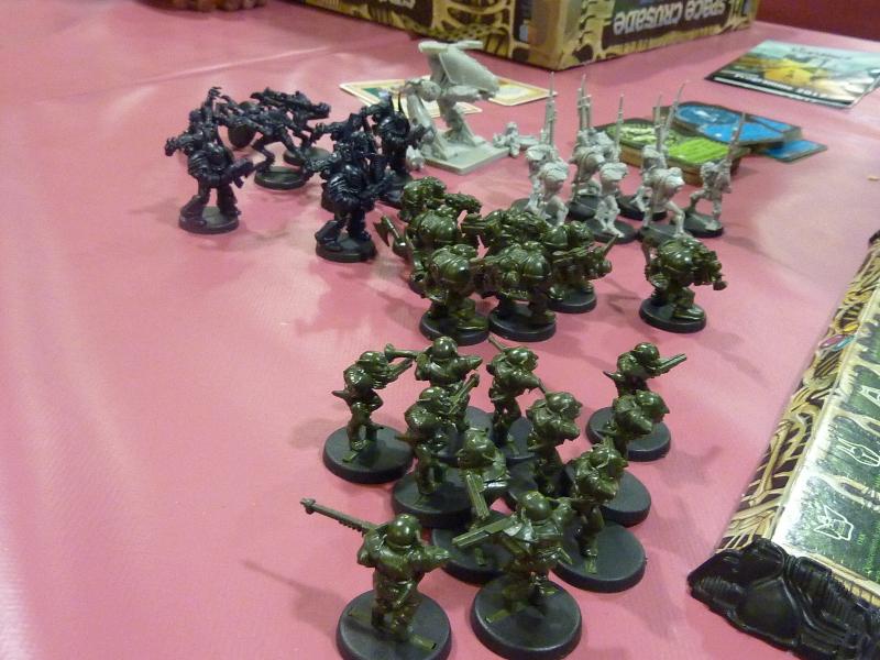 Les troupes de l'ennemi, un grand gloubiboulga d'Orks, Marines du Chaos, Nécrons et un Dreadnought